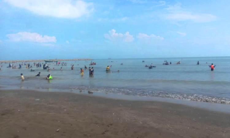 Lokasi & Harga Tiket Masuk Pantai Glayem