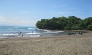 Menikmati Keindahan Pantai Batu Karas yang Terkenal