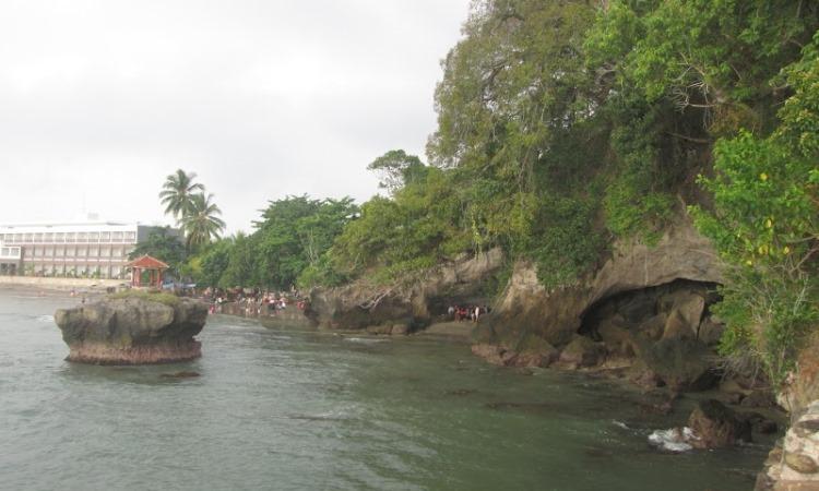 Pantai Karang Bolong di Banten