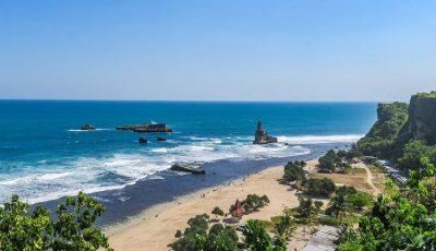 15 Wisata Pantai di Jawa Timur yang Hits & Populer