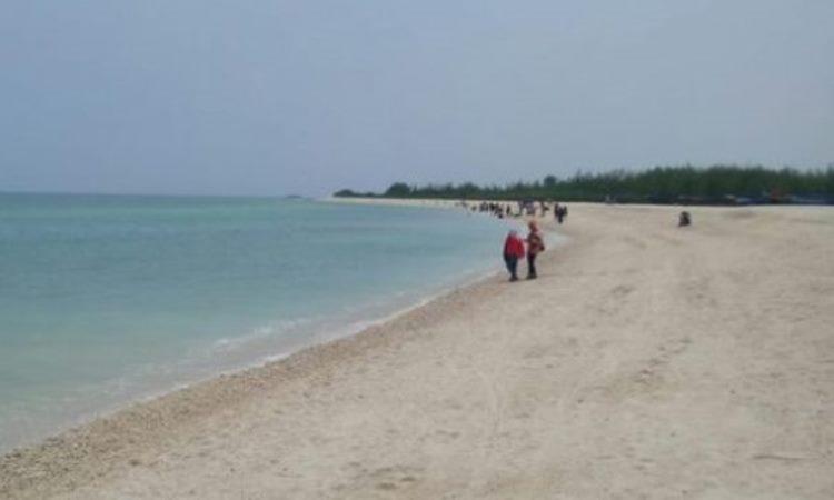Pantai Perbatasan Beach