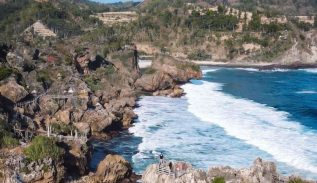 Pantai Nglambor Yogyakarta