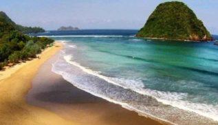 Pantai Pulau Merah, Spot Selancar yang Kaya Pesona di Banyuwangi