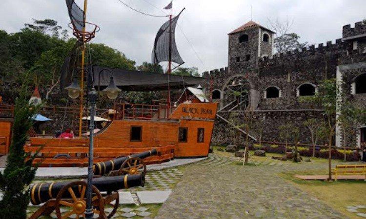 Spot di The Lost World Castle