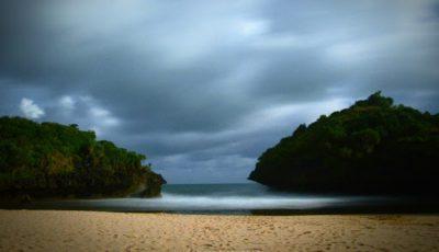 Pantai Sedahan, Pantai Cantik di Gunung Kidul Diapit Bukit Karang