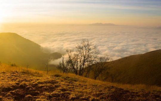 Gunung Guntur, Menikmati Keindahan Alam dari Kawah & Sunrise di Garut