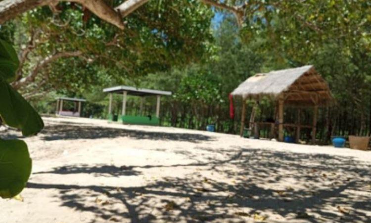 Fasilitas di Pantai Watu Leter