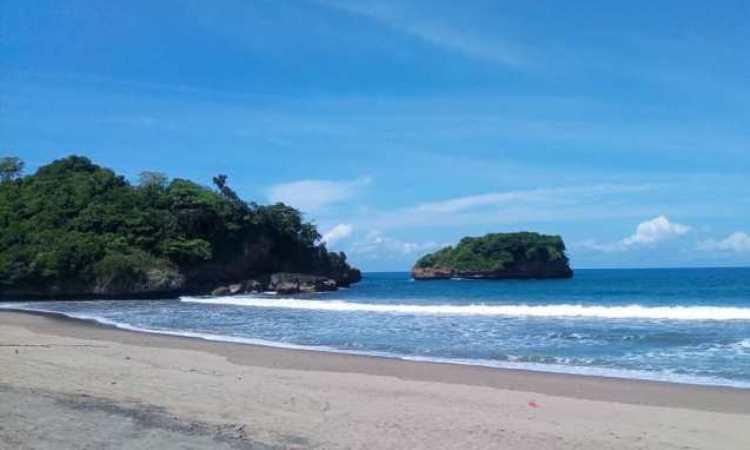 Pantai Ungapan, Pesona Pantai Indah Nan Eksotis di Malang
