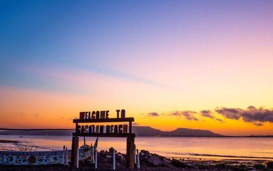 Pantai Cacalan, Spot Favorit Menikmati Indahnya Sunrise di Banyuwangi